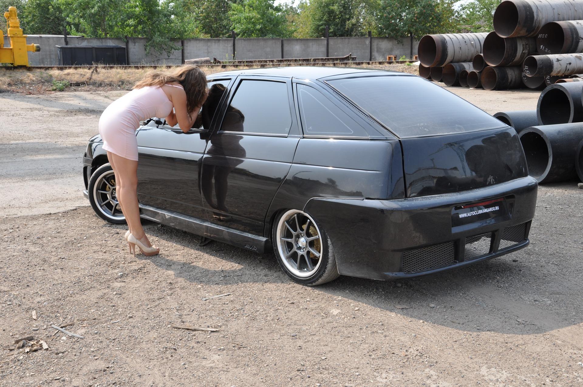 Секси девка около русского авто прома фото 22 фотография